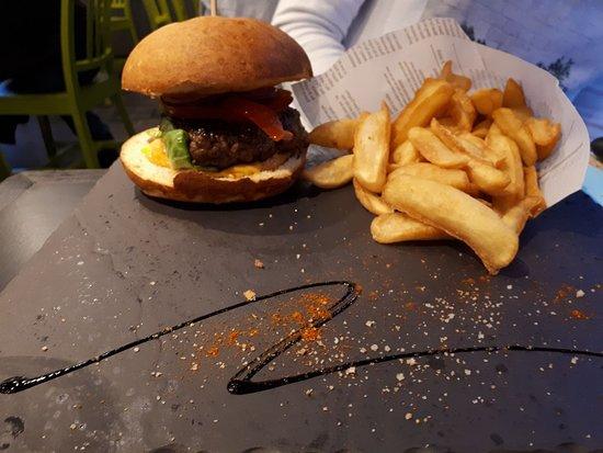 Les Voiles: Burger très bon