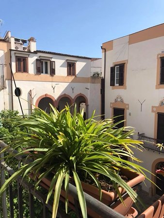 Palazzo Lungarini Bed and Breakfast: LOCATION SPLENDIDA