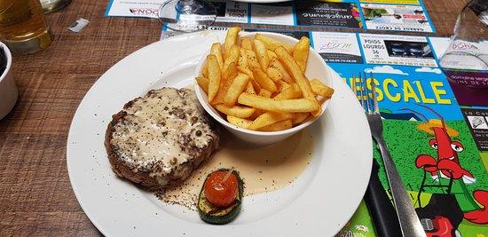 Deols, Frankreich: steak haché poivre vert