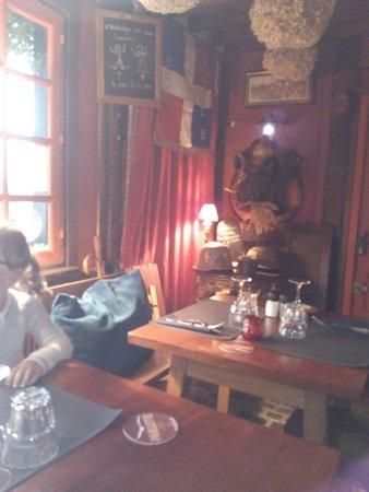 Pierrefitte-en-Auge, Francia: intérieur du restaurant