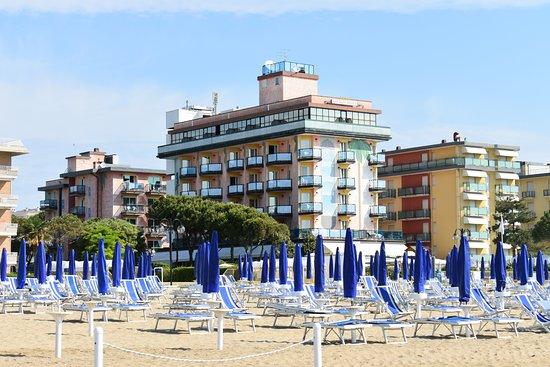 Hotel Italia: les plages de lido de jesolo et ses milliers de parasols bien allignés