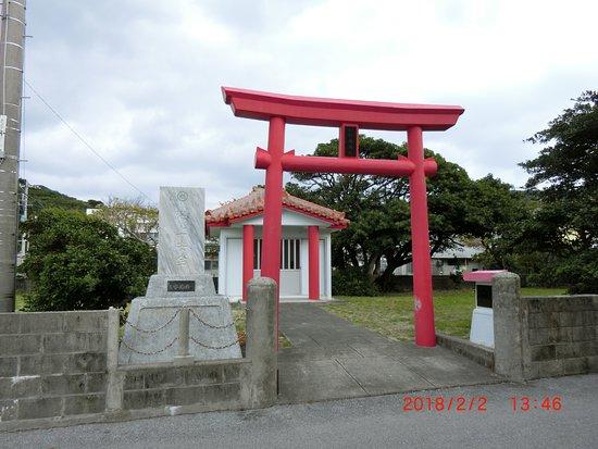 Zamami-son, Japan: 赤い鳥居が映える