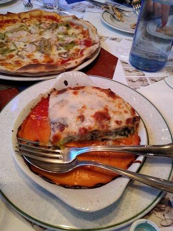 Durango, สเปน: lasaña de carne y espinacas