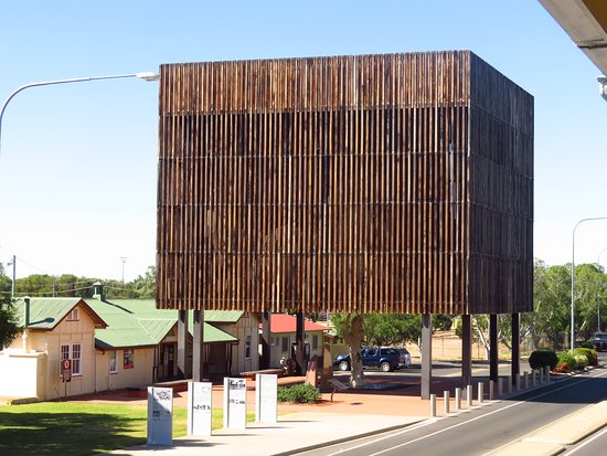 ‪‪Barcaldine‬, أستراليا: The Tree of Knowledge Memorial & railways station‬
