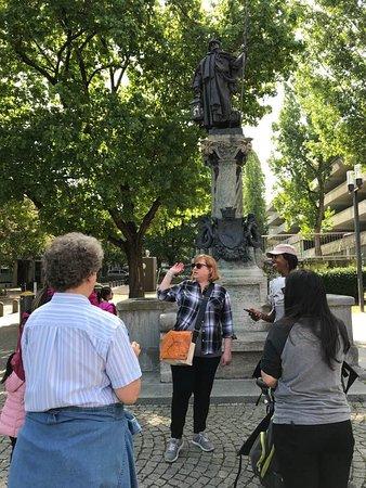Stuttgart Steps Tours: Our knowledgeable tour guide shares stories from Stuttgart's hidden past