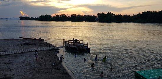 Don Det, Laos: Plage de l'embarcadère à proximité