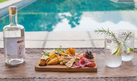 La Clé des Montagnes: Enjoy home-made platters and delicious local craft gins