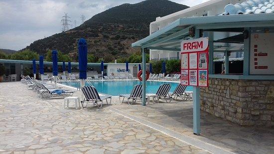 Erateini, اليونان: Piscine et bar.