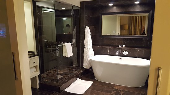 Rosewood Hotel Georgia: 20180505_144803_large.jpg
