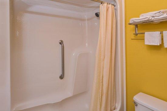 West Columbia, TX: Guest Bathroom