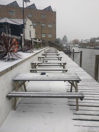 Thames Ditton, UK: Winter tales