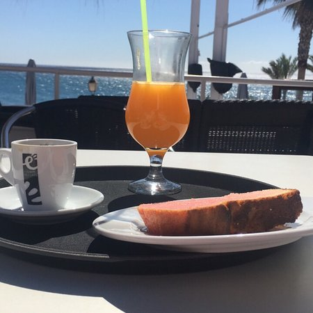 Mojacar Playa, Ισπανία: Jus d'orange, café petit gâteau