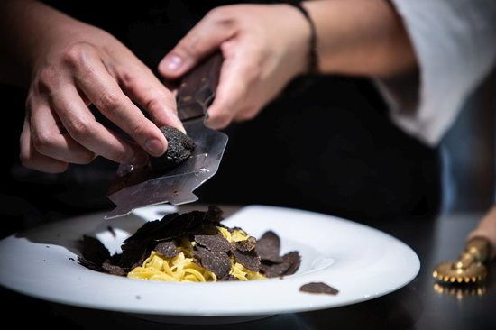 Roddi, إيطاليا: Tajarin with summer truffle.