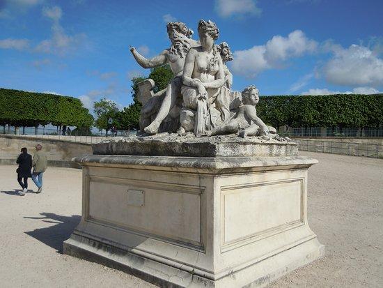 """La statue """"La Loire et le Loiret"""""""