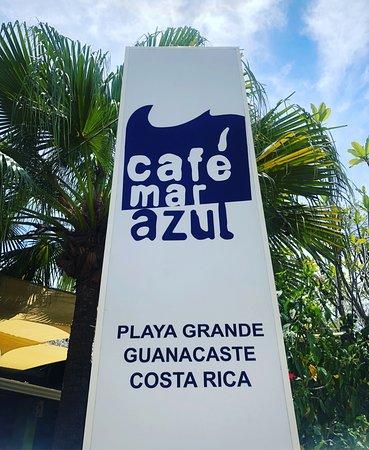 Cafe Mar Azul: Patio area