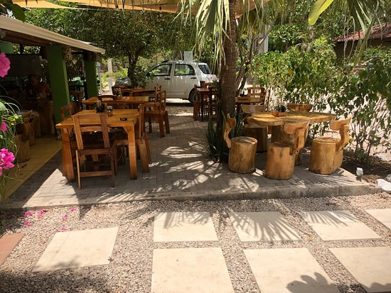 Cafe Mar Azul: Patio area
