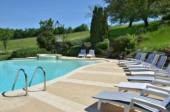 Naussannes, France: Pool for gite guests