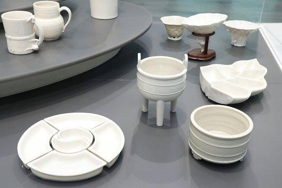 Asian Civilisations Museum: Fujian porcelain (monochrome porcelain exhibit)