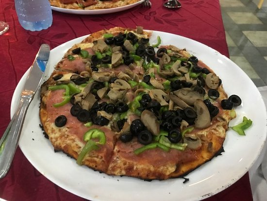 Pizza Piazza Restaurant: Small sausage, green pepper, mushroom and olive