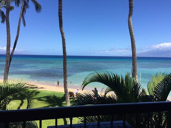 Hale Mahina Beach Resort: View from condo lanai