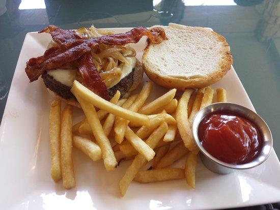 Horseshoe Bay, TX: Hamburger com fritas