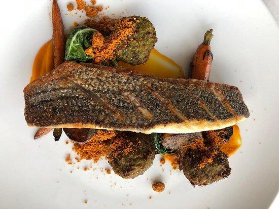 Jax Fish House & Oyster Bar: Crispy alamos bass