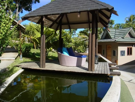 Anse Bois de Rose, Seychelles: Seating by the fish pond