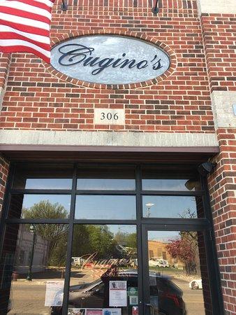 Grand Ledge, MI: Entrance on Bridge Street