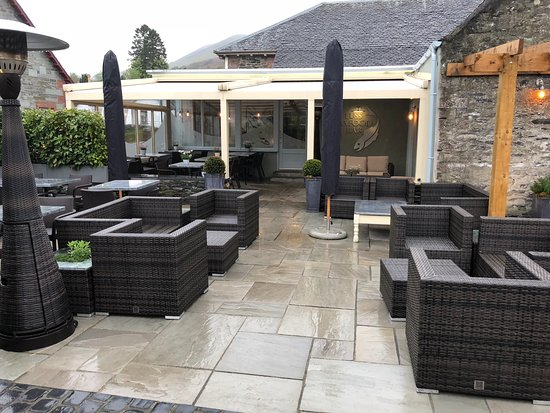 Luss Seafood Bar : Outside seating