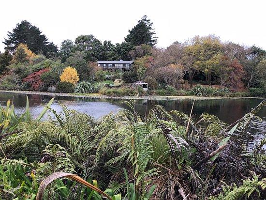 Waitotara, New Zealand: Lake and apartments