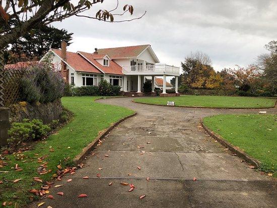 Waitotara, New Zealand: Main entrance to cafe & pool