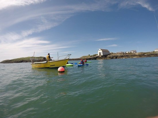 Rhoscolyn, UK: Chatting to the local fisherman