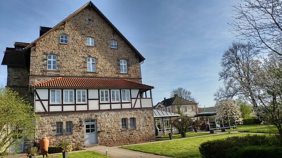 Schieder-Schwalenberg, Germany: Haupthaus (Seitenansicht vom Nebenhaus aus)