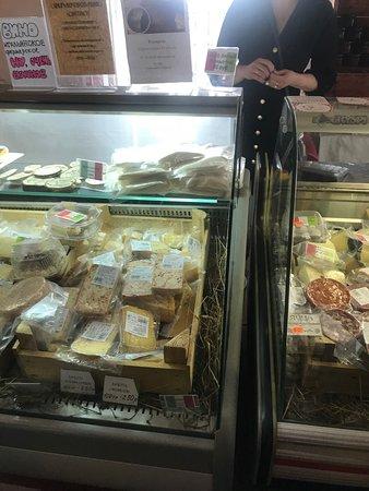Mednoye, Russia: Магазинчик, где можно купить местные деликатесы