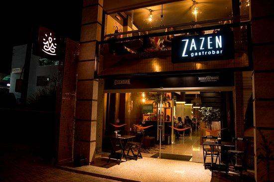 Dois Vizinhos: O Zazen Gastrobar, combina ambiente super aconchegante e ótima gastronomia.