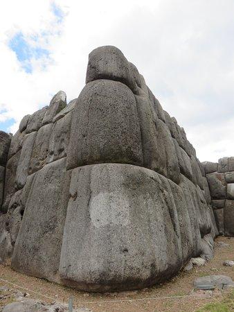 Sacsayhuamán: 20180508024000_large.jpg