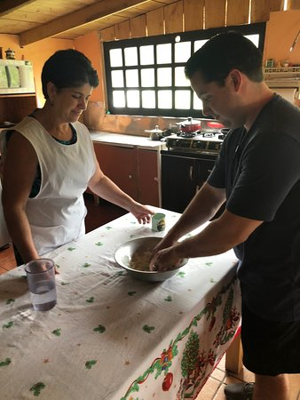 Bajos del Toro, Costa Rica: Cooking in a home in the local village