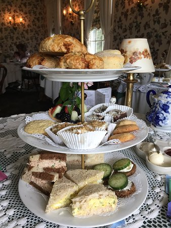 Clarence, NY: Afternoon tea for three