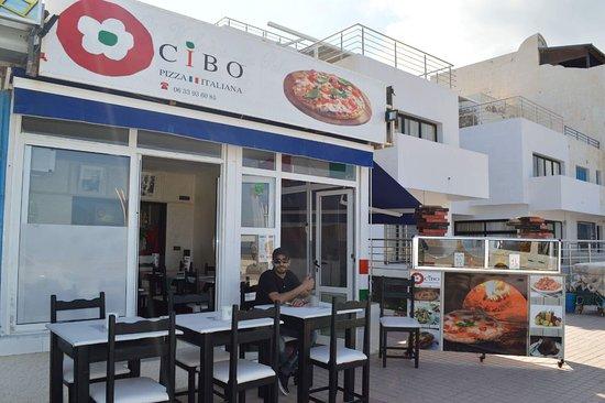 Un angolo di Italia nella bella Martil, dove potrete gustare le buone pizze italiane!