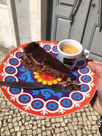 Market, Food & Culture Walking Tour With Tastings (for small groups): Best chocolate cake in the world!