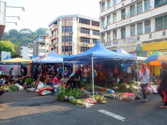 May Fair Hotel: Sunday morning market outside hotel