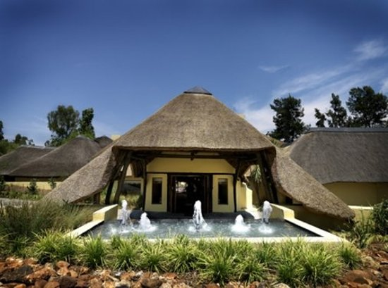 Shumba Valley Lodge: Exterior