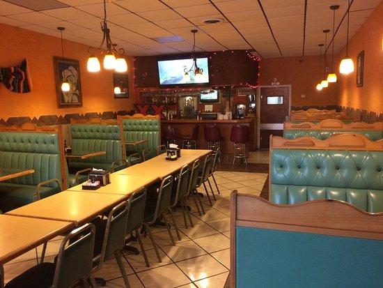 Dallas, GA: Bar and dining area