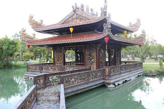 Long Dien Son: A kind of little temple