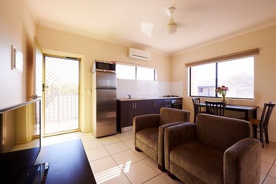 Blackwater, Australia: One Bedroom Apartment Living Area