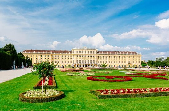 Skip the line: Guided tour Schönbrunn...