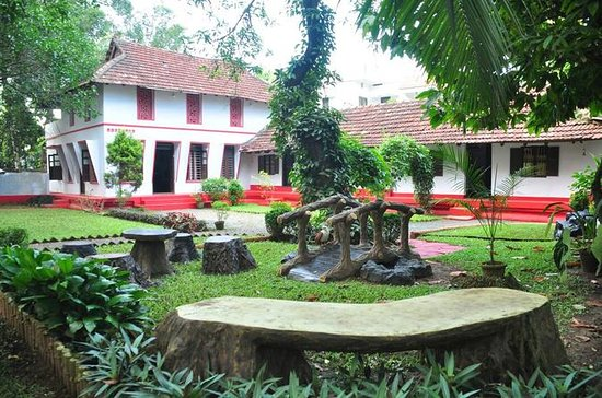 Cook and Dine in a 200 yr old Heritage Home in Fort Kochi
