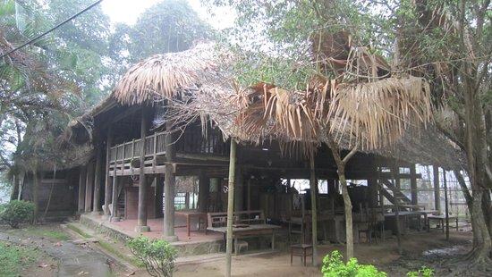 Thai Nguyen, Vietnam: nhà sàn gia đình người tày, gần nhà của bac Hồ
