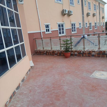 Aba, Nigeria: The outside View of Amicable Imperial Hotels..
