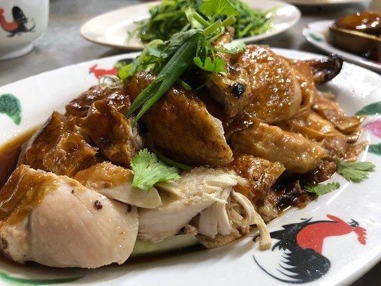 Wee Nam Kee Hainanese Chicken Rice Restaurant: Don't bother....roast chicken
